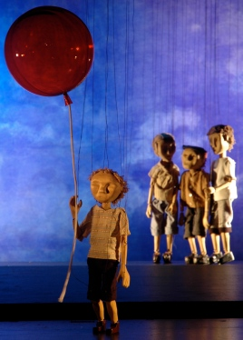 boy-balloon-bullies