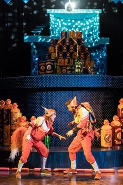 fantastic-mr-fox-at-nuffield-southampton-theatres-lillie-flynn-mrs-fox-greg-barnett-mr-fox-photo-credit-manuel-harlan