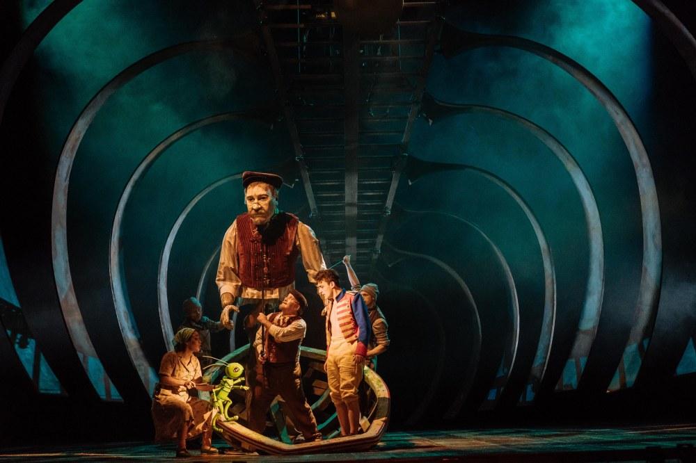 Audrey Brisson (Jiminy Cricket), Gepetto (puppet), Mark Hadfield (Geppetto), Stuart Angell(puppeteer), Joe Idris-Roberts (Pinocchio). Image Manuel Harlan