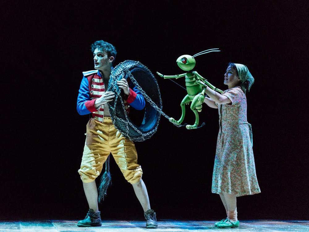 Joe Idris-Roberts (Pinocchio), Audrey Brisson (Jiminy Cricket). Image Manuel Harlan