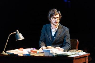 julius-caesar-bridge-theatre-production-photo-2018-ben-whishaw-brutus-julius-caesar-at-the-bridge-theatre-photo-credit-manuel-harlan-hr