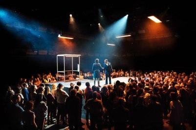 julius-caesar-bridge-theatre-production-photo-2018-l-r-michelle-fairley-cassius-and-adjoa-andoh-casca-julius-caesar-at-the-bridge-theatre-photo-credit-manuel-harlan-hr