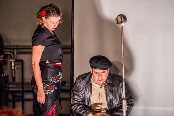 Pop-Up Opera's La Tragédie de Carmen, Chloe Latchmore and Satriya Krisna (photo by Ugo Soffientini) (16)