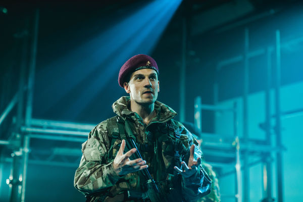 tn-500_aaronsidwell(henry)-henryv-thebarntheatre,cirencester-photosbyevedunlop(fy3a3862)