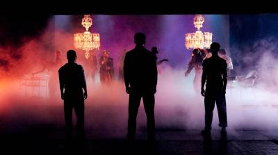 romeo-and-juliet-production-image-with-chandeliers